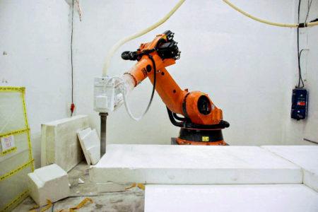 robot kuka obrabeni dekorace